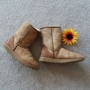UGG classic tan leather and sheepskin boot